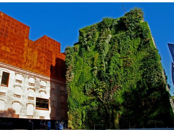 A brescia un giardino verticale riempir il vuoto di - Giardino verticale madrid ...