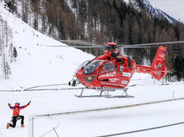 Valanga a Passo Crocedomini: conducente motoslitta in arresto cardiocircolatorio