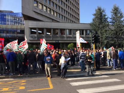 Brescia, i metalmeccanici in presidio per il rinnovo del ...