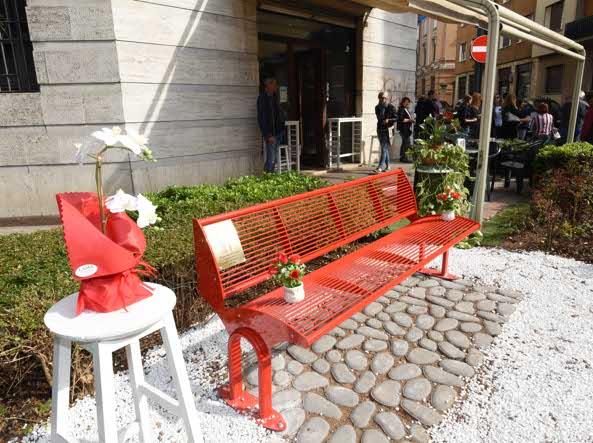 Una panchina per Manuela Bailo sotto agli uffici dove ...