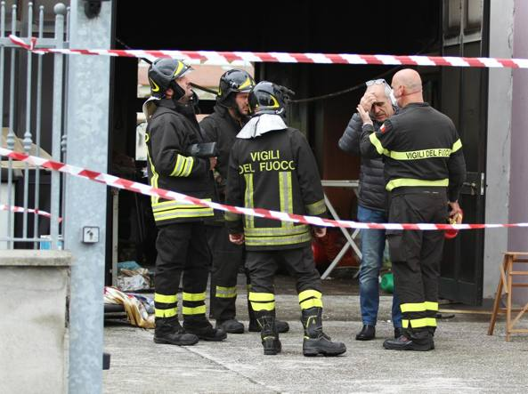 Garage in fiamme, morto un uomo
