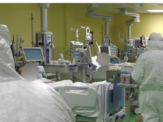 Brescia, arrestato primario  «Farmaci letali  a  2 pazienti  Covid»|Quando diceva: 'Sento sempre il fischio dell'ossigeno'