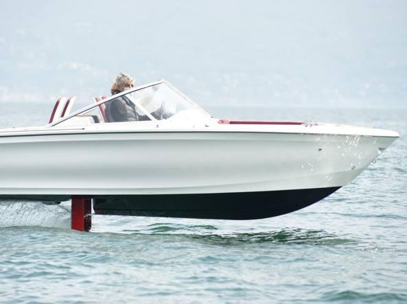 Vola sul Garda e non inquina, ecco la «Tesla» acquatica svedese