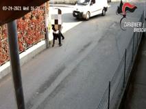 Sequestra la fidanzata: arrestato