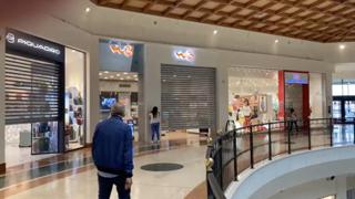 Covid, protesta dei centri commerciali: saracinesche abbassate a Lonato