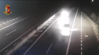 Brescia: dieci chilometri contromano sull'autostrada A21, era ubriaco