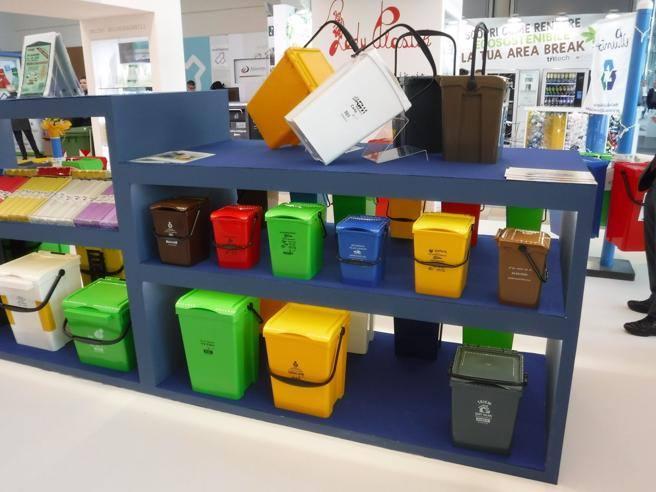 Raccolta differenziata a brescia 1530 multe nel 2018 - Contenitori rifiuti differenziati per casa ...
